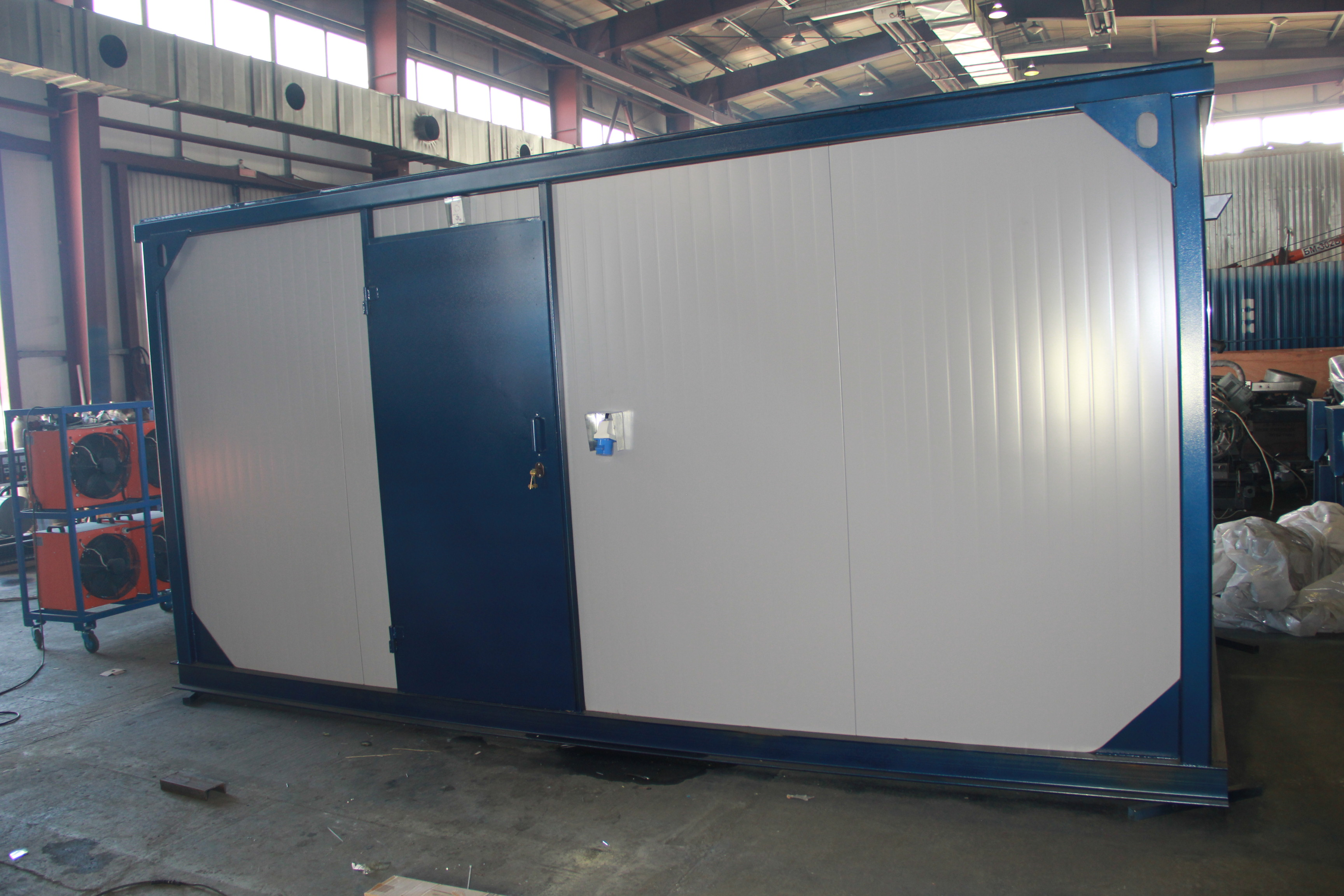 Дизельный генератор IVECO АД-280С-Т400 в контейнере